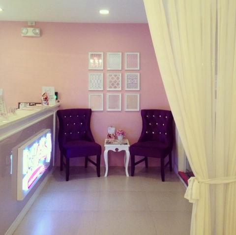 Posh Nails Perea reception area
